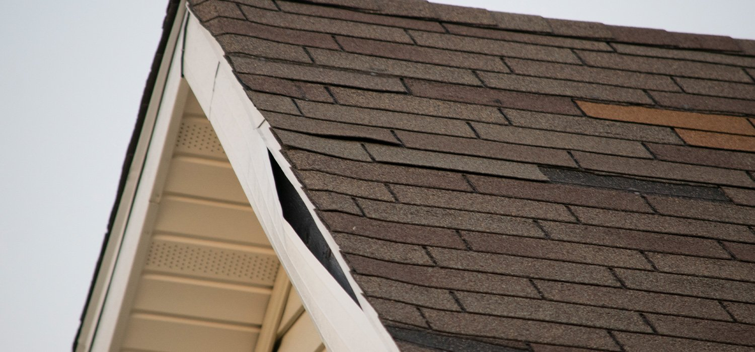 Signs of Wind Damage on a Roof