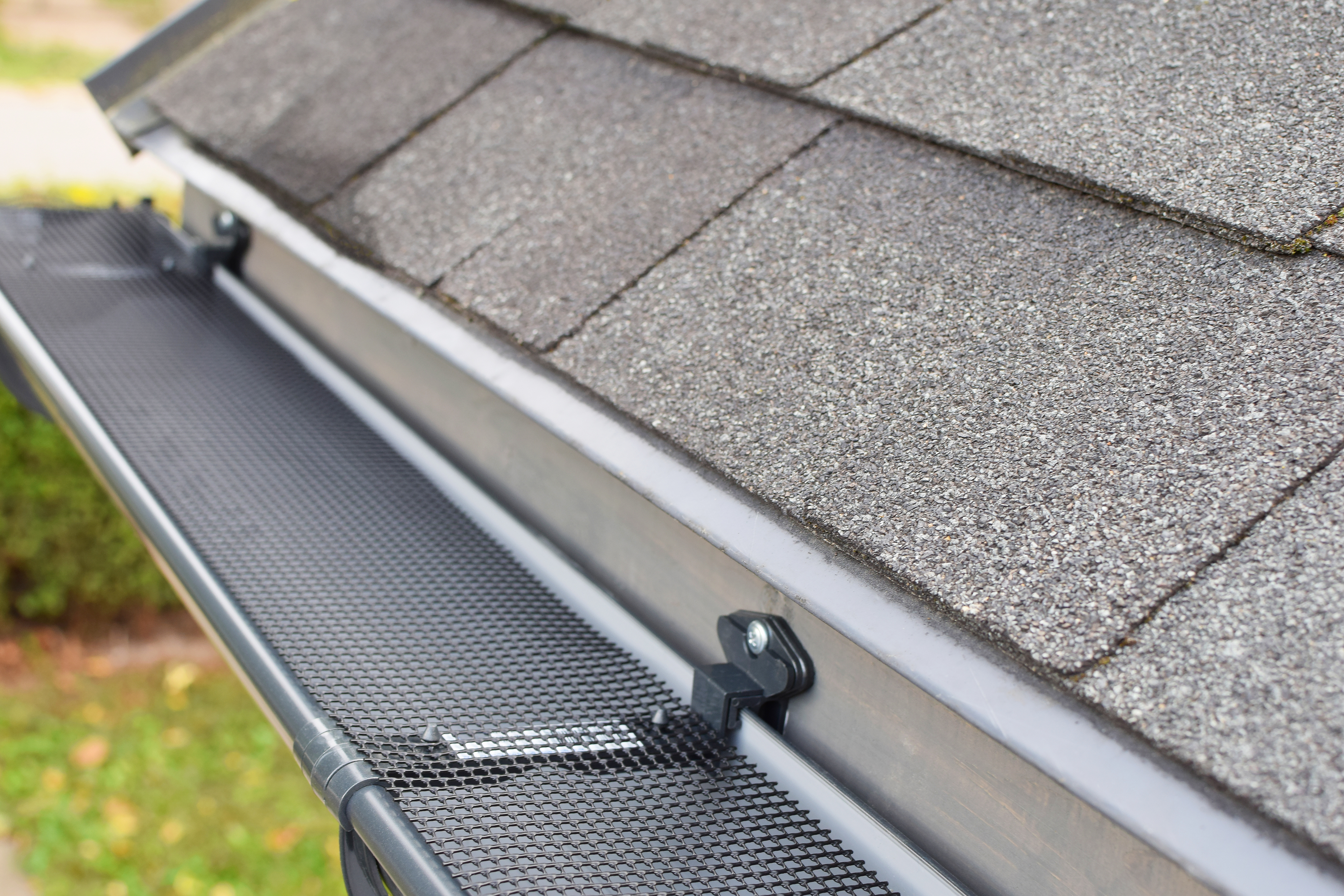 Why Gutter Guards Are Misleading For Homeowners